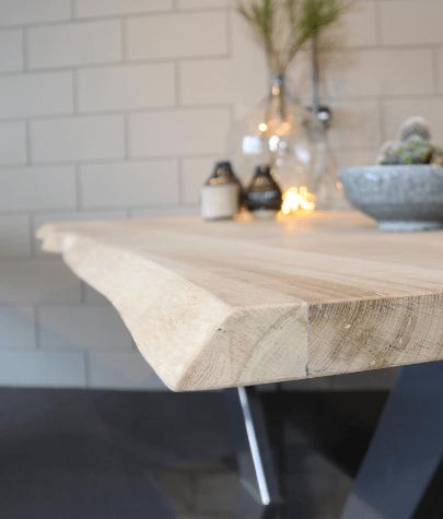 houten tafel met decoratie
